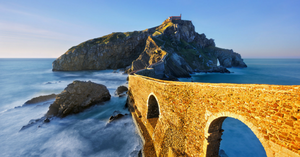 The images shows the path to San Juan de Gaztelugatxe a thing you come across when cycling the Basque Coast with United Mint Campus
